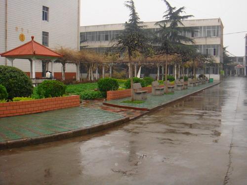南工学校雨中情
