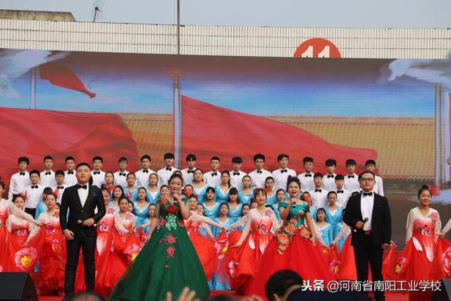 歌 舞《共筑中国梦》